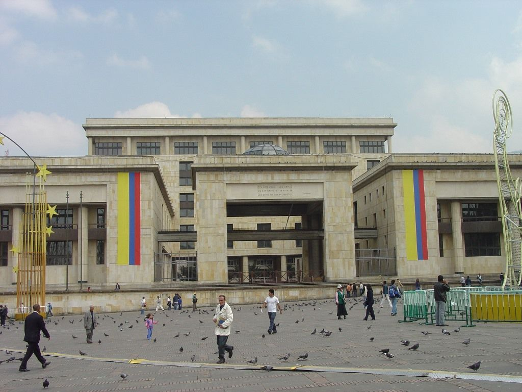 Arquitectura moderna en bogot eclecticismos y for Arquitectura moderna en colombia